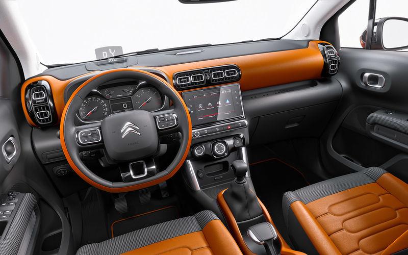 Интерьер Citroen C3 Aircross