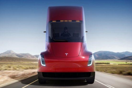 Tesla начала принимать заказы на электрогрузовик Tesla Semi