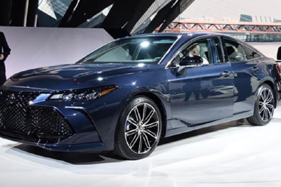 Интерьер обновленного Toyota Avalon