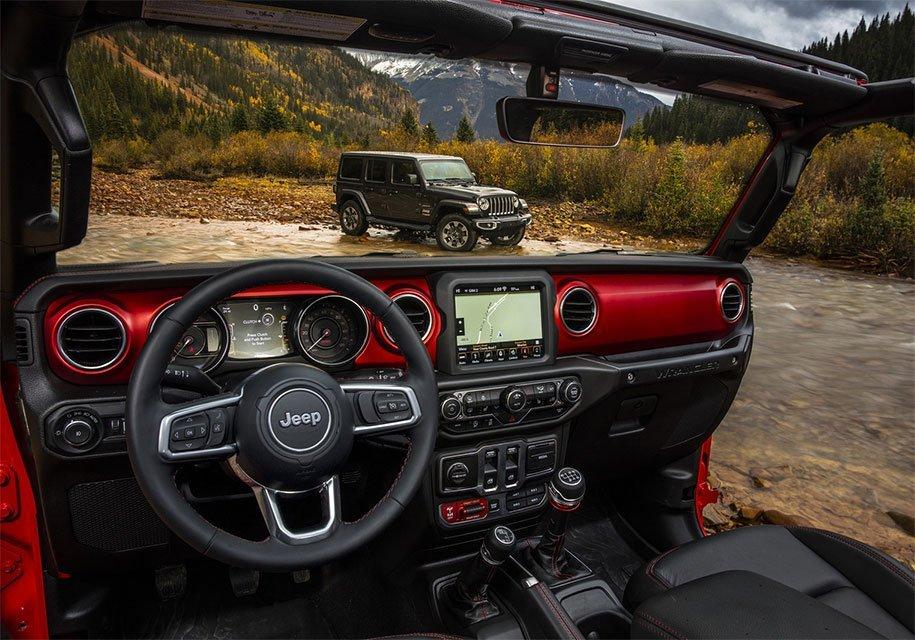 Интерьер Jeep Wrangler четвертого поколения