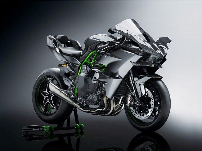 4 строчка - Kawasaki Ninja H2R в топ-10 самых быстрых байков