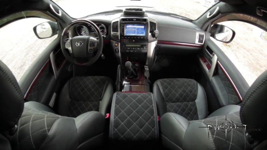 Интерьер Toyota Land Cruizer 200