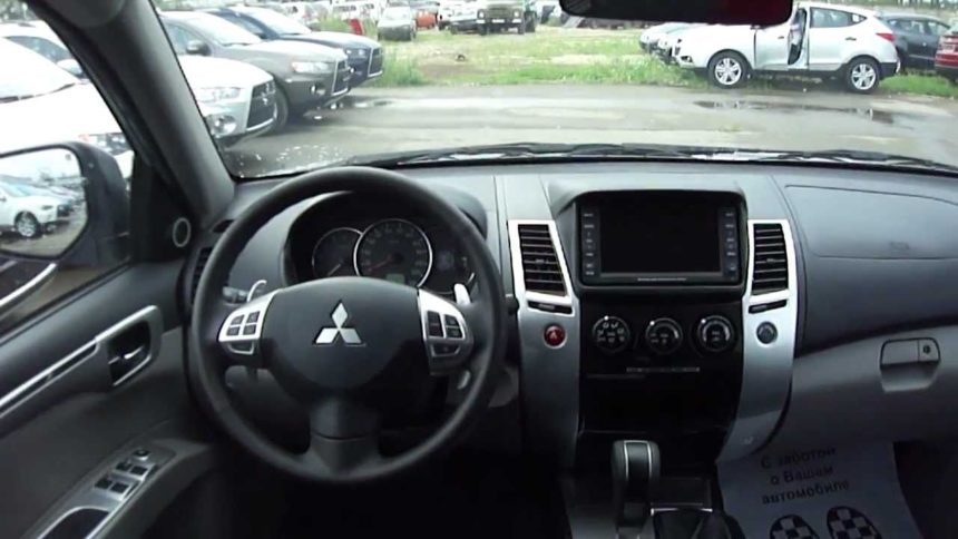 Интерьер Mitsubishi Pajero Sport