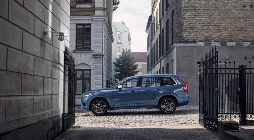 Объявлены рублевые цены гибридного кросса Volvo XC90