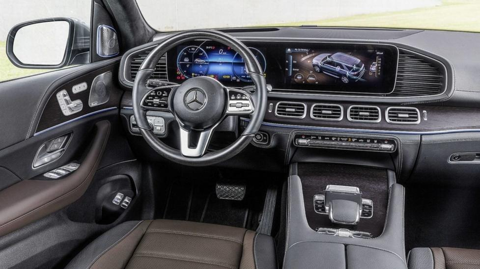 Интерьер Mercedes-Benz GLE 2019 года