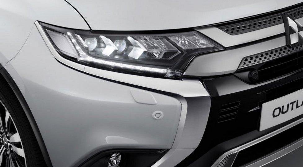 Фото рестайлингового Mitsubishi Outlander 2019