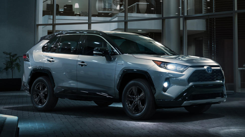 Японский кроссовер Toyota RAV4 пятого поколения привезут в Россию в середине 2019 года