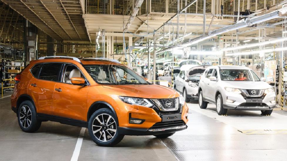 Вид сбоку Nissan X-Trail
