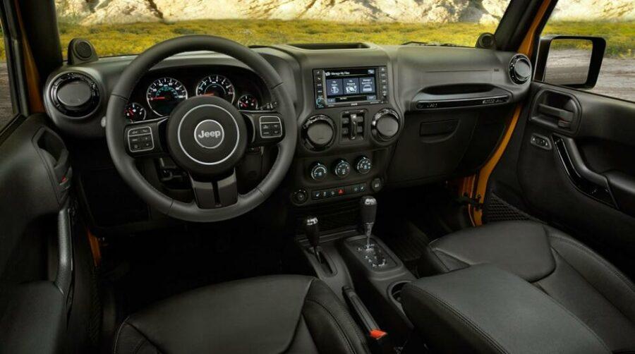 Интерьер  Jeep Wrangler III (JK)