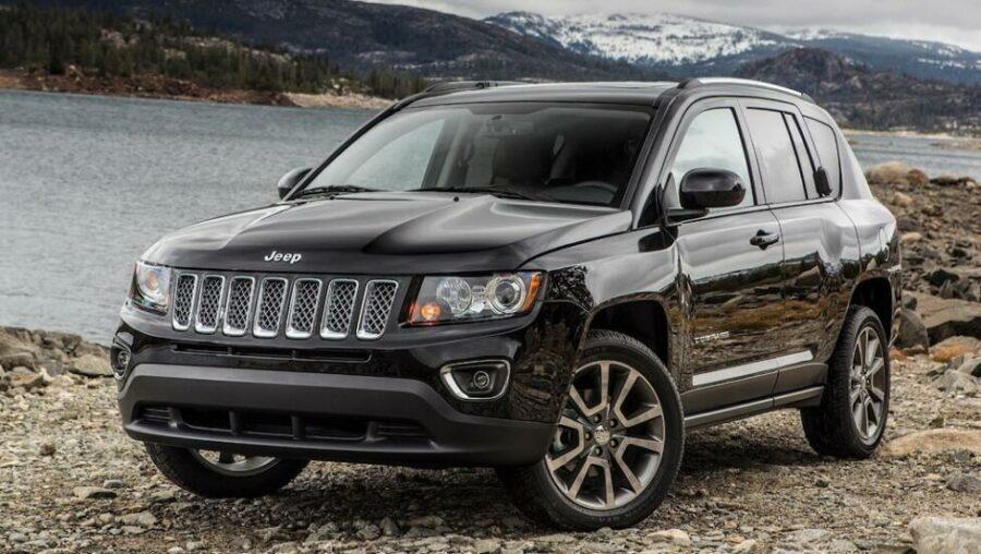 Комфортный американский кроссовер Jeep Compass I Рестайлинг стоимостью до 800 тыс. рублей