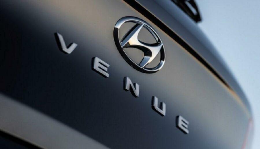Корейский производитель Hyundai распространил тизер еще одного нового маленького кроссовера Hyundai Venue