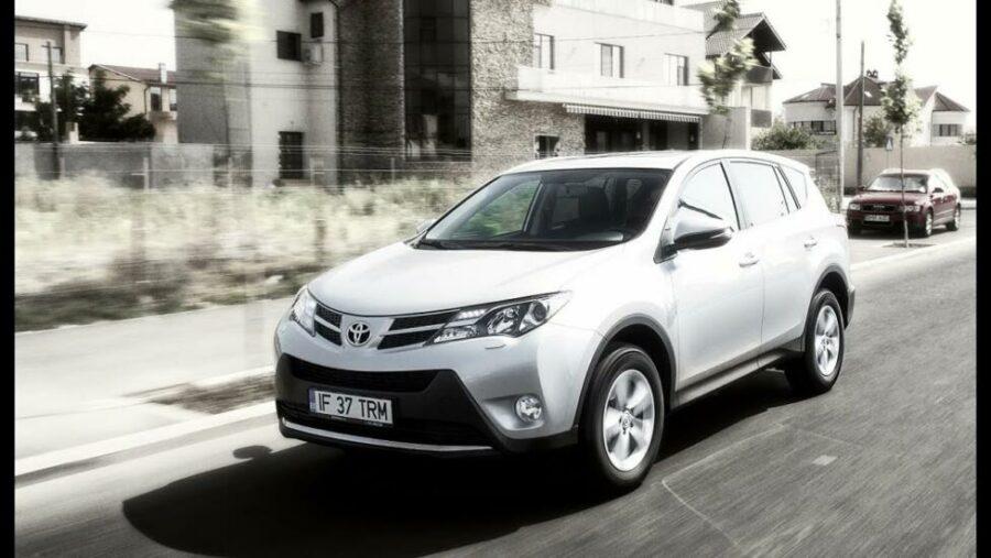 По мнению автоэкспертов кроссовер Toyota RAV4 IV Рестайлинг самый качественный стоимостью до 2500000 рублей