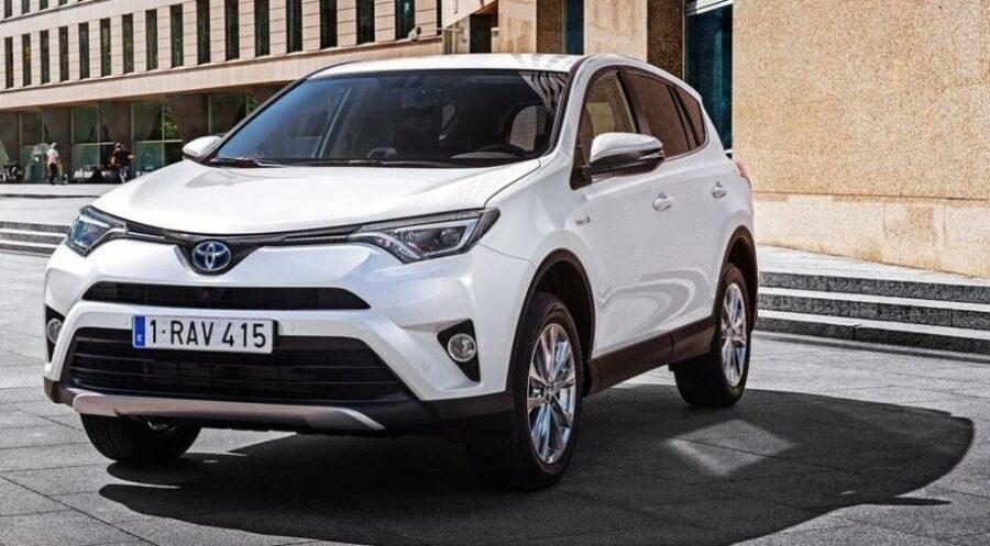 Компактный паркетник ценой до 2 млн рублей - Toyota RAV4 IV Рестайлинг