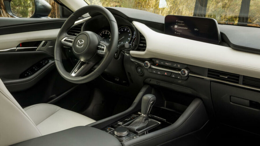 Интерьер Mazda3