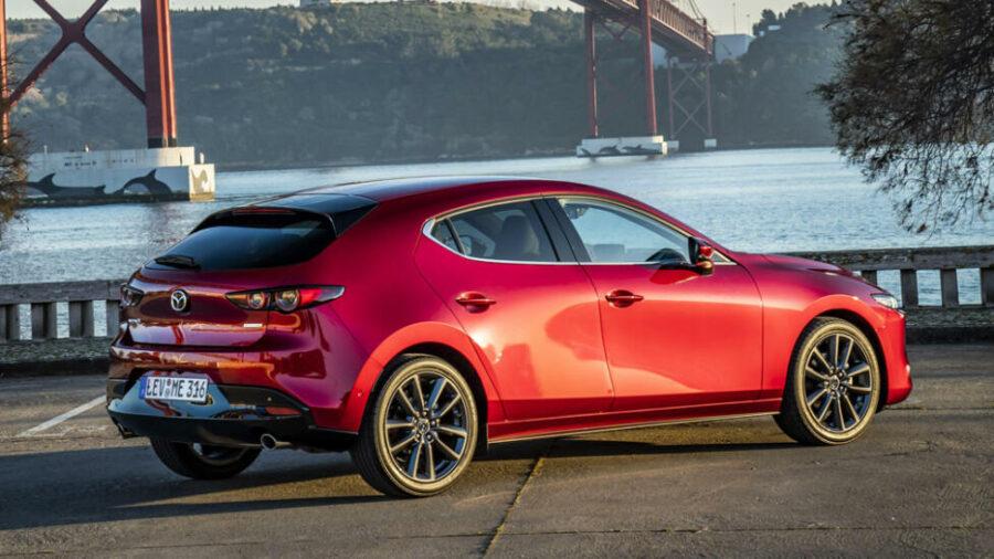Вид сзади Mazda3