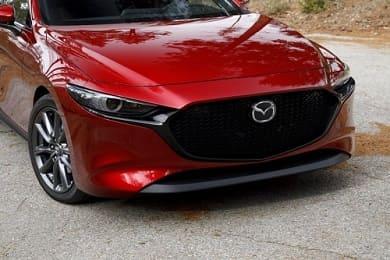 Объявлены рублевые цены на новый японский хэтчбек Mazda, а также сроки появления в РФ