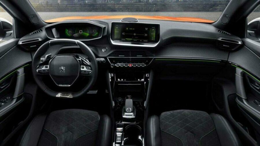 Интерьер Peugeot 2008