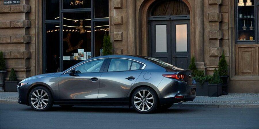 Седан Mazda 3 вид сбоку