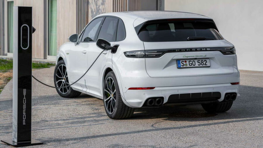 Вид сзади Porsche Cayenne Turbo S E-Hybrid