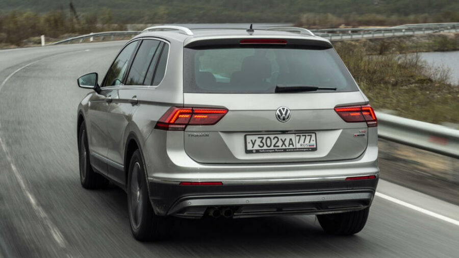 Вид сзади Volkswagen Tiguan Winter Edition