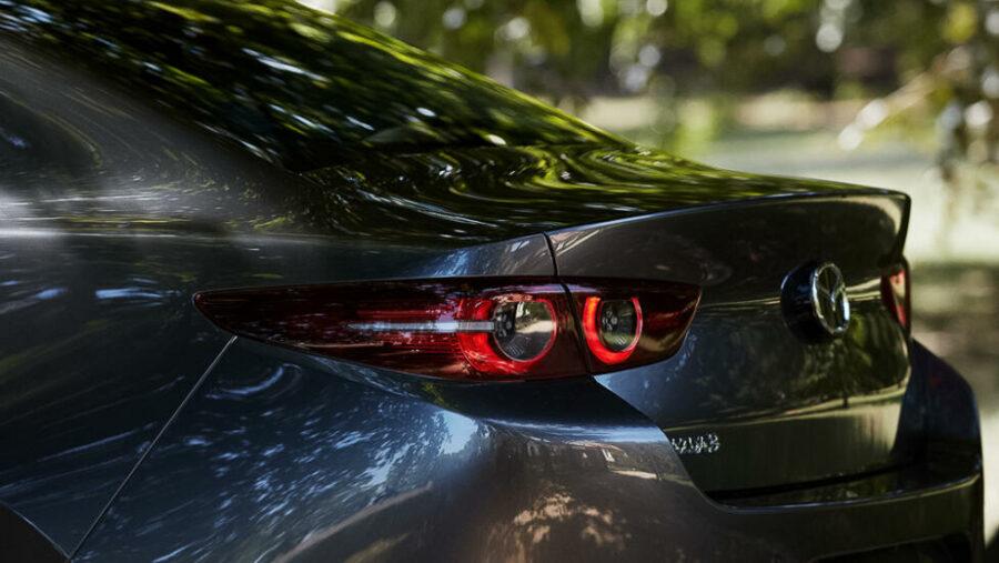 Вид сзади Mazda 3