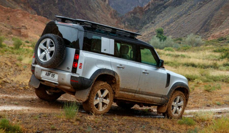 Вид сзади Land Rover Defender