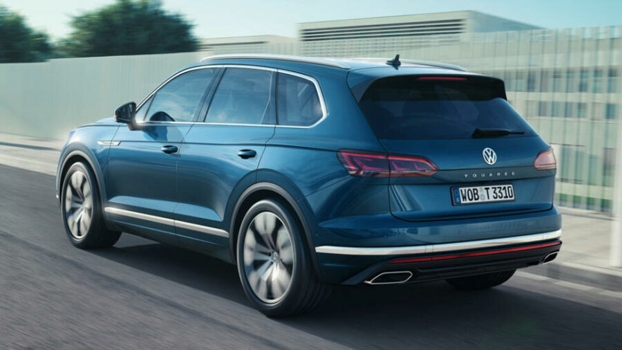 Вид сзади Volkswagen Touareg