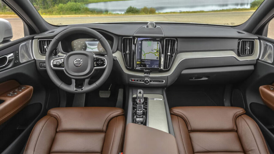 Интерьер Volvo XC60 T8 Twin Engine.