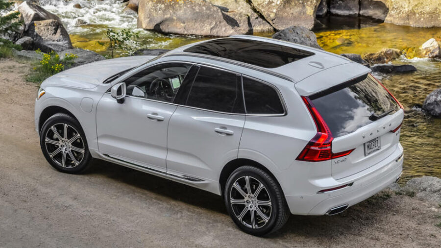 Вид сзади Volvo XC60 T8 Twin Engine