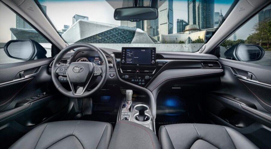 Интерьер Toyota Camry 2021 года