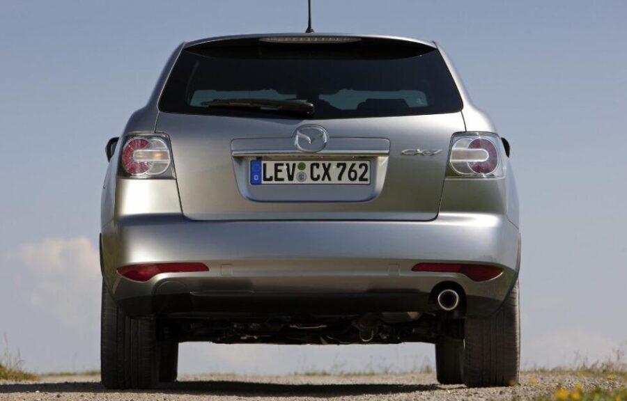 Mazda CX-7: вид сзади