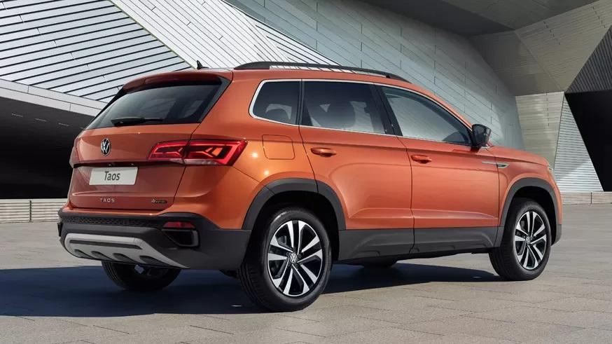 Volkswagen Taos: вид сзади
