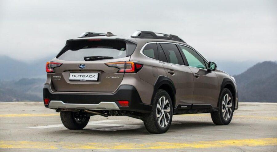 Subaru Outback: вид сбоку