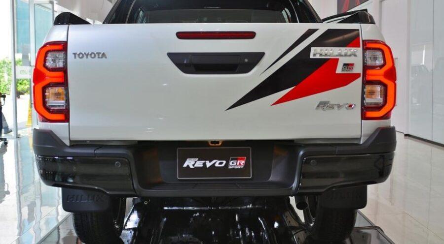 Toyota Hilux GR Sport: вид сзади