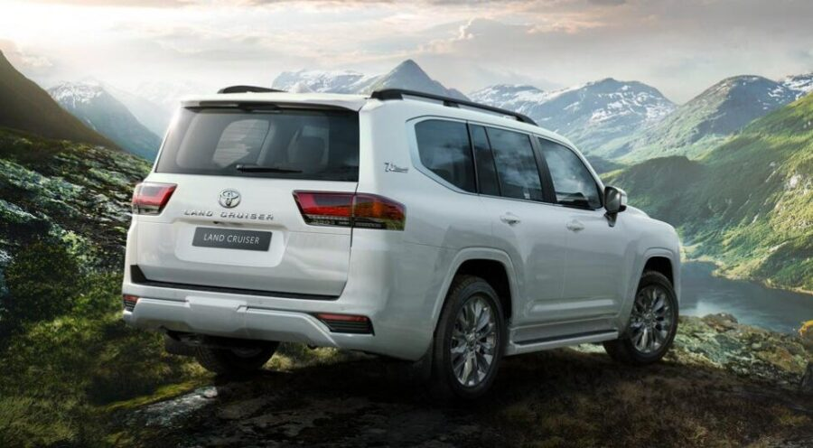 Toyota Land Cruiser 300: вид сзади