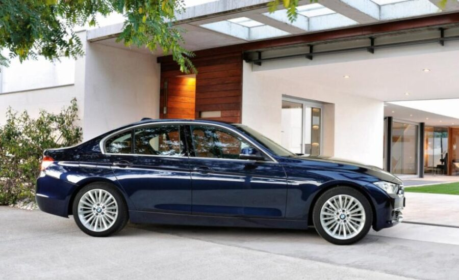 BMW 3 F30: вид сбоку
