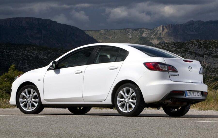 Mazda 3 bl: вид сзади